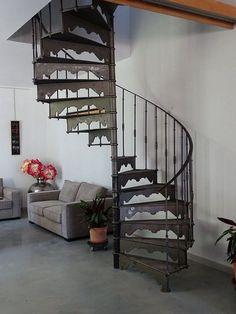 mat riaux de r cup ration escalier colima on industriel en fonte villa d 39 or inspiration. Black Bedroom Furniture Sets. Home Design Ideas