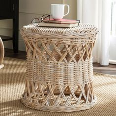 Safavieh Desta Wicker Round End Table, Natural