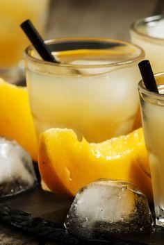 Comment buvons-nous nos cocktails estivaux ? Sur glace, et relevés avec notre thé exotique Maracuja mangue. Sucré, fruité et délicieusement acidulé!