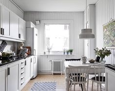 Gravity home, Source: Stadshem Beautiful Kitchens, Cool Kitchens, Gravity Home, Cozy House, Home Projects, Home Remodeling, Kitchen Decor, Sweet Home, Decorating Kitchen