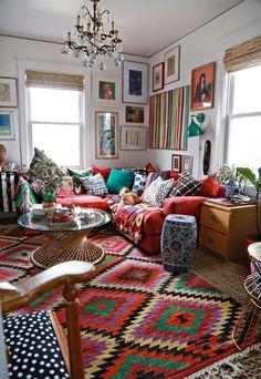 uma decoração eclética e colorida