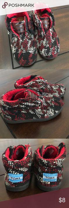 Unisex TOMS Toddler Walker Shoes❤️💙 Size T6 Unisex TOMS Walker Shoes. Only worn once. 😊 TOMS Shoes Baby & Walker