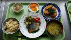 4月23日。竹の子ご飯、魚の香味焼き、南瓜ハムカツ、ごぼうサラダ、キャベツの味噌汁、オレンジです!ハムで包んでフライにしたハムカツがとても美味しかったです!626カロリーです♪