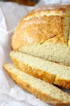 This Traditional Irish soda bread is made with just a few simple ingredients but bakes up into a beautiful, bakery quality loaf. Artisan Bread Recipes, Banana Bread Recipes, Baking Recipes, Pastry Recipes, Potato Recipes, Tasty Bread Recipe, Irish Soda Bread Recipe, Irish Bread, Irish Desserts