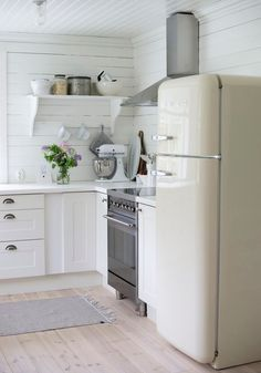 Let's be honest, the fridge takes up quite a lot of space in the kitchen. That's why it's time to invest in this iconic machinery that doubles as a 50's style decorum.