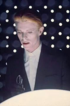 David Bowie in Nicolas Roeg's The Man Who Fell to Earth 1976 David Bowie, Moonage Daydream, Bowie Starman, Station To Station, The Thin White Duke, Goblin King, Popular Music, I Icon, Record Producer