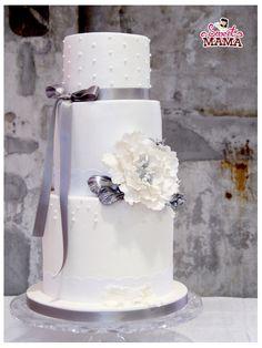 Tarta de boda clásica con peonias