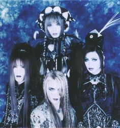 LaReine. How To Look Handsome, Androgyny, Visual Kei, Feminine Style, Looking For Women, Bing Images, Long Hair Styles, Rock, Versailles