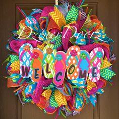 Welcome Flip Flop deco mesh Wreath by Virginia Quilling Wreath Crafts, Diy Wreath, Wreath Ideas, Wreath Making, Easter Wreaths, Holiday Wreaths, Flip Flop Wreaths, Outdoor Wreaths, Deco Mesh Wreaths