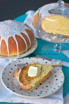 Italian Easter Bread! Looks delicious! I love that the recipe calls for lemon and orange zest...Mmmmmm! Bouna Pasqua!