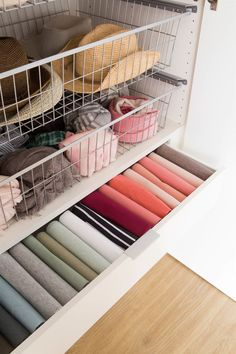 Closet drawers with clothes and accessories 00456565 O Closet Drawers, Closet Shelves, Bedroom Organization Diy, Home Organization Hacks, Tiny Closet, Closet Space, Organizar Closet, Closet Storage Systems, Casa Clean