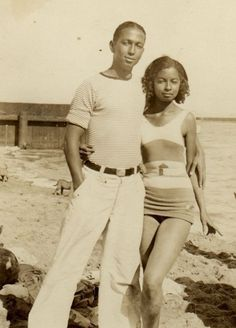12 African American Beach Portraits We Adore – Black Southern Belle Black Love Images, African American Fashion, African American Culture, American Women, Vintage Black Glamour, Vintage Soul, American Photo, Black History Facts, Beach Portraits