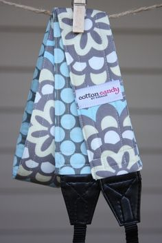 Blue Dot Blue Reversible Camera Strap par cottoncandybynatalie, $30,00
