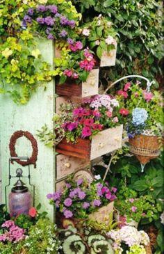 Deko Ideen Selbermachen Alte Kommode Blumen Schubladen Rustikale ... Garten Ideen Selbermachen Blumen Bepflanzen