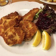 Wiener Schnitzel im Restaurant Maximilians in Berlin. Lust Restaurants zu testen und Bewirtungskosten zurück erstatten lassen? https://www.testando.de/so-funktionierts