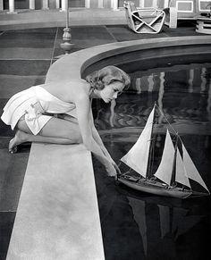 Glitz Bliss: Timeless Beauty: Grace Kelly   My isn't she yar?   wait I thought K Hepburn did Philladelphia story.
