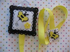 Bee Hair Clip And Bow Holder by bananapies on Etsy, $11.00