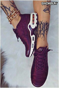 Trendy Sneakers 26 beautiful shoes for the women& trend summer 2018 - Chaussures femme - Cute Shoes, Me Too Shoes, Lila Outfits, Preppy Outfits, Edgy Outfits, Dress Outfits, Tn Nike, Nike Air Max Tn, Shoes Sneakers
