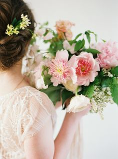 Photography: Heather Hawkins Photography - http://www.stylemepretty.com/portfolio/heather-hawkins-photography   Read More on SMP: http://www.stylemepretty.com/2015/06/08/lush-romantic-floral-inspiration-from-bows-and-arrows/
