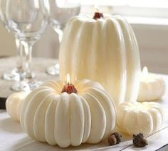 White is not a traditional color for Halloween décor but it looks so beautiful and sophisticated!