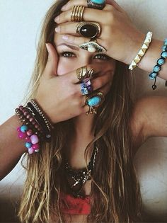 Rings and bracelets. Hippie boho fashion accessories, bohemian jewelry ideas, modern gypsy urban tribal rings, ideas and inspiration Hippie Style, Ethno Style, Bohemian Style, Gypsy Style, Boho Gypsy, Bohemian Jewelry, Hippie Boho, Bohemian Rings, Bling Bling