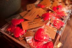 Gifts- If we do a wedding in fall/winter. Put 2 for hand warmers =) Wedding Party Favors, Wedding Gifts, Wedding Ideias, Ideas Para Fiestas, Hand Warmers, Save The Date, Wedding Planner, Diy And Crafts, Marriage