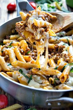 One Skillet Baked Ziti // 5 ingredients, ready in 20 minutes, fab go-to for busy weeknights! via I Wash You Dry #fastfood #comfort