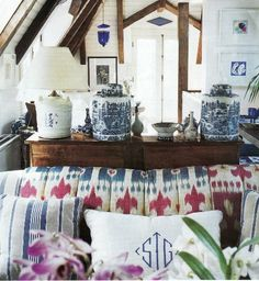 Sig Bergamin sake lamp ( I might let you buy one from me for this purpose!) look at the amazing red white and blue ikat on the sofa!!! Love that bit of cobalt glass in the back, come to think of it the Martyn Lawrence Bullard room had cobalt around the mirror