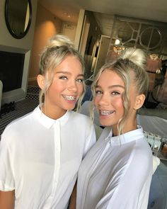 Lisa and Lena ready for the Teen Choice Awards
