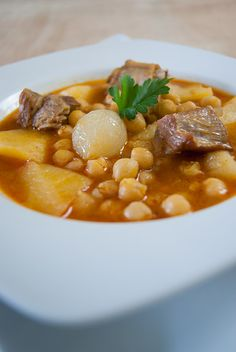 Delicioso estofado de garbanzos con costilla de cerdo Chicken Recipes For Two, Pork Recipes, Mexican Food Recipes, Cooking Recipes, Healthy Recipes, Guisado, Colombian Food, Easy Healthy Breakfast, Savoury Dishes