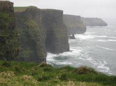 Ireland Road Trip: 7 Spots Not to Miss http://travelblog.viator.com/southern-ireland-road-trip/