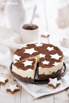 Zimtstern Cheesecake Recipe, Cinnamon Cheesecake Without Baking, De .- Zimtstern Cheesecake Rezept, Zimt Käsekuchen ohne Backen, Dessert zu Weihnachten – Nicest Things Zimtstern cheesecake topped with cinnamon & cocoa - Cinnamon Cheesecake, Cheesecake Recipes, Biscotti Cheesecake, Scones Vegan, Cake Cookies, Cupcake Cakes, Cupcakes, No Bake Desserts, Dessert Recipes
