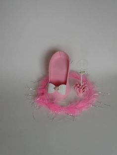 Porta celular de sapato todo feito em eva, ideal para dar de lembrança de festa de 15 anos.