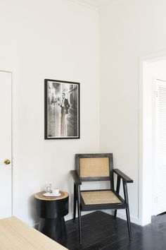 black rattan chair in monochrome home office corner in minimalist home of An Organised Life founder, Beck Wadworth. Black Rattan Chair, Rattan Armchair, Fern Living, Mission Style Homes, Desk Essentials, Colorful Apartment, Freedom Furniture, Timber House, Home Office Space