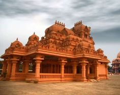 Located in Delhi, Chattarpur Ka Mandir is one of the most popular temples of India, a truly wonder of architecture where you can find poetry is transmitted from stones.