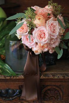 スウィートアバランチェ/クラッチブーケ/花どうらく/http://www.hanadouraku.com/bouquet/wedding/hanadouraku