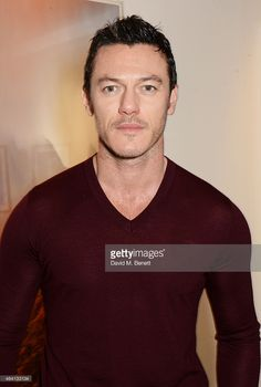 Luke Evans attends the Pringle of Scotland Fully Fashioned Exhibition... ニュース写真 | Getty Images