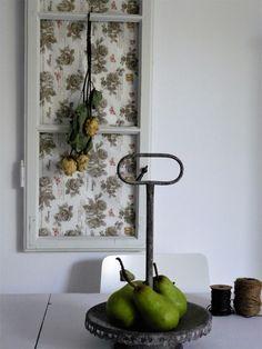 Vintage window frame; old window deco by Hemfeminin; altes fensterdeko; shabby fensterdeko