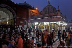 delhi - nizamuddin dargah - Thursday at sunset to see the prayers