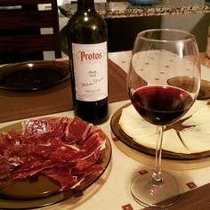 El aperitivo perfecto #jamoniberico #queso #vino #Protos y tu compañía. http://tienda.bottleandcan.es/es/ribera-del-duero/82-vino-protos-tinto-roble-ribera-del-duero-75-cl.html  #riberadelduero #rioja #rueda #toro #jumilla #cigales #viñedo #vineyard #uva #grape #vendimia #vintage #TiendasOnline #Gourmet #bottleandcan #Granada #Andalucia #Andalusia #España #Spain www.tienda.bottleandcan.com   +34 958 08 20 69  +34 656 66 22 70