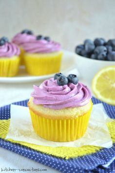 If you are like me and are hanging onto every ounce of summer, then you must make this light and refreshing summertime dessert - Lemon Blueberry Cupcakes! Honey Cupcakes, Lemon Blueberry Cupcakes, Mini Cupcakes, Cupcake Cakes, Cup Cakes, Hawaiian Cupcakes, Grapefruit Cake, Lemon Buttercream, Lemon Desserts