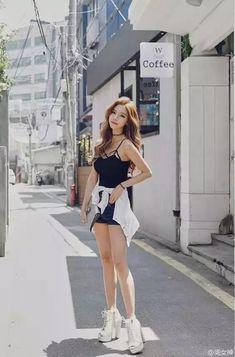 Pin by kelli vu on fashion 2018 Fashion 2018, Fashion Models, Girl Fashion, Ulzzang Fashion, Ulzzang Girl, Korean Street Fashion, Asian Fashion, Girl Outfits, Cute Outfits