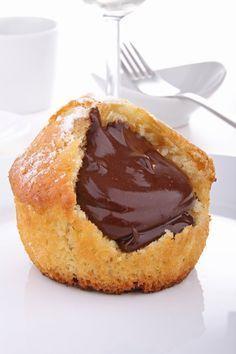 Muffins cœur nutella ---Ingrédients pour 12 personnes :::: 100 gr de pâte à…