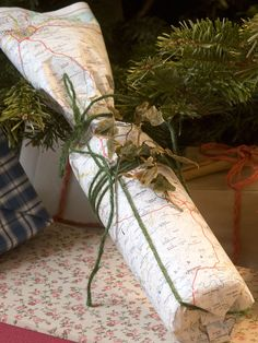 Maps Make Unique Wrapping Paper, especially if the map is of the recipients home town! By HGTV