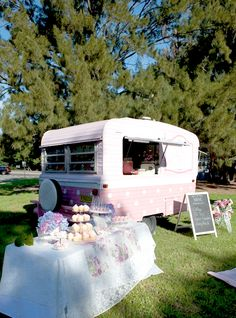 Sweet Jane's traveling teahouse cupcake trailer birthday party via Kara's Party Ideas Concession Trailer, Food Trailer, Foodtrucks Ideas, Vintage High Tea, Food Vans, Girls Tea Party, Cupcake Shops, Vintage Caravans, Cake Business