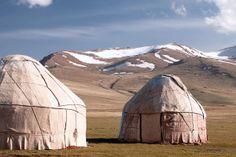 Der Suleiman-Too ist ein bedeutender Berg im Südosten Kirgistans. Die 1000 Meter hohe Erhebung ist UNESCO Weltkulturerbestätte.