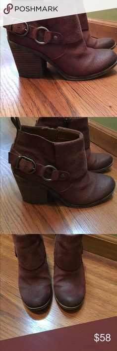 "Lucky Brand Brown Suede Booties Adorable and rustic looking Lucky brand brown suede booties.  The booties are in excellent condition and only worn 4 or 5 times.  Stacked heel is 3.25"" high. Lucky Brand Shoes Ankle Boots & Booties"