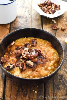 🎃🎃🎃 Apple Pumpkin Oatmeal with Maple Pecan Crumble | this easy to make and healthy breakfast is perfect for chilly autumn mornings | theendlessmeal.com
