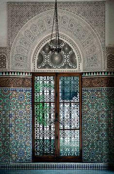 What a window! Islamic Architecture, Futuristic Architecture, Historical Architecture, Beautiful Architecture, Art And Architecture, Architecture Details, Design Despace, Art Et Design, Islamic World