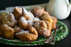 Ωτια  Ποντιακες  Τηγανιτες Sweet Buns, Sweet Pie, Sweet Desserts, Dessert Recipes, Greek Sweets, Yams, Greek Recipes, Pretzel Bites, Baked Potato